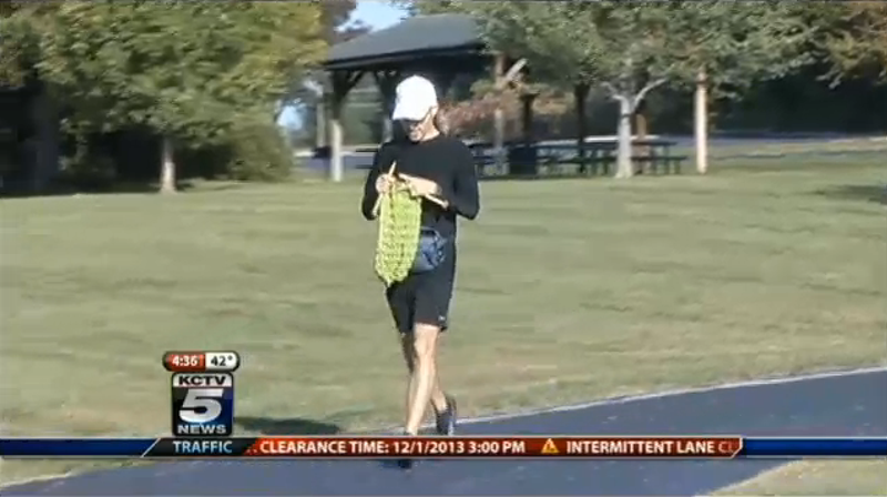 Man Knits 12-Foot Scarf While Running Kansas City Marathon