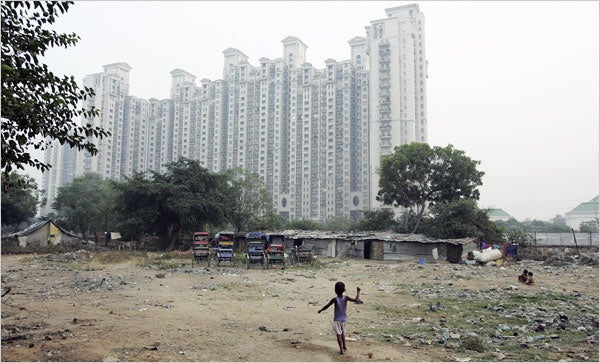 """India's Walled Cities Resemble Neo-Victorian Enclaves of """"The Diamond Age"""""""