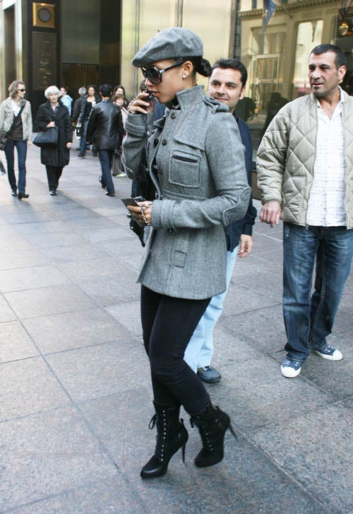Alicia Keys Avoids Onlookers With Phone, Shades