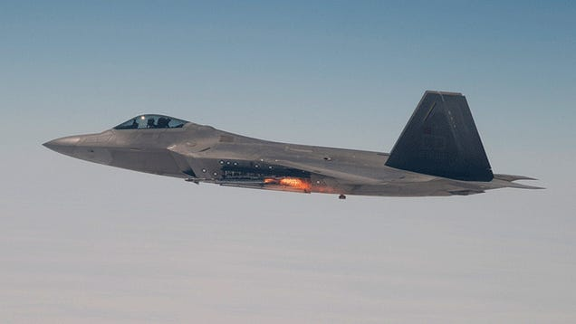 This Is The First Missile Launch From An F-22 Going Faster Than The Speed Of Sound