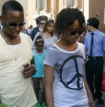 Malia Obama Horrifies World With Fashion Choice • NPR Investigates Skin Whitening Trend
