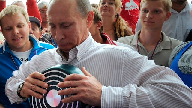 Putin Bends Cooking Pan With Bare Hands