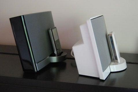 Sizemodo and Sound Check: New Bose SoundDock Portable vs. Original SoundDock (Verdict: New One Bigger, Rocks Harder)