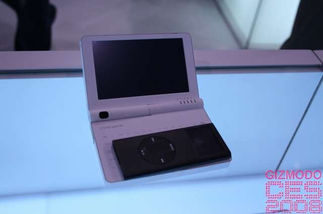 Super Cute iriver Wing UMPC Is Also Super Tiny