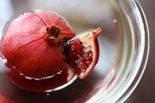How to Eat a Pomegranate Frustration Free