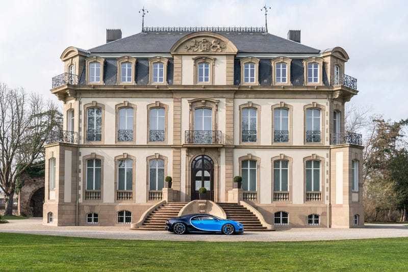 'Bugatti Chiron: This Is A Lot More Of It' from the web at 'http://i.kinja-img.com/gawker-media/image/upload/s--kcRkuv7F--/c_scale,fl_progressive,q_80,w_800/gzpt4qtwzowbo8fkvb1v.jpg'