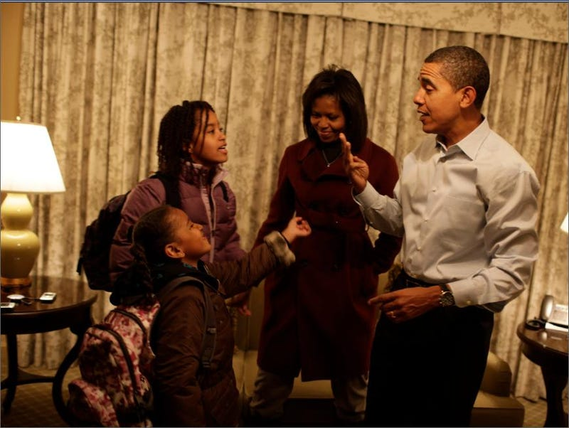 Obamas Offer Up Kiddie Pics to Paparazzi Gods