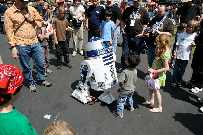 DIY R2-D2 Is Even Better than the Real Thing