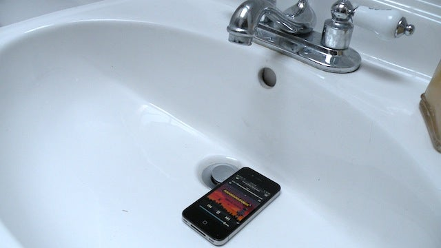Put Your MP3 Player in the Sink for a Free Amplifier for Music in the Shower