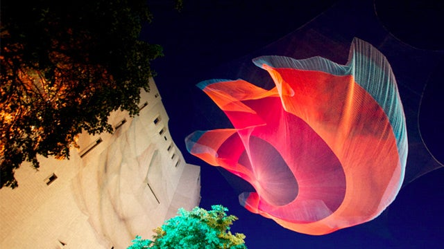 A Dazzling Sculpture With a Pioneering Structure