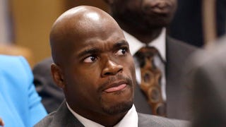 Adrian Peterson Goes On A Twitter Rant About His Contract