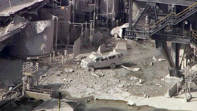 Oil Refinery Explodes in California, Blade Runner Flashbacks Ensue