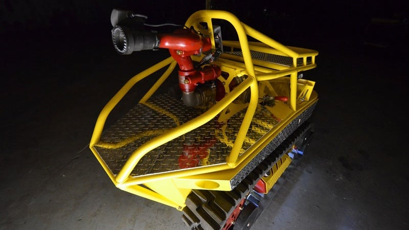 This Robotic Mini-Tank Extinguishes Deadly Fires with 600 Gallons of Water a Minute