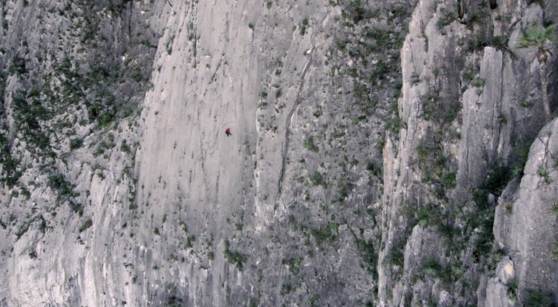 Real life Spider-Man climbs 1500-foot wall with no equipment whatsoever