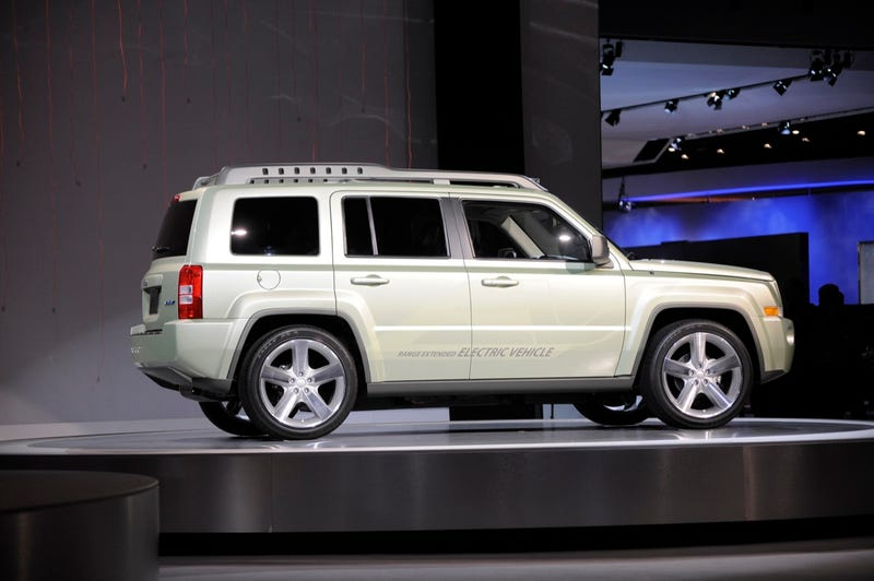 Jeep Patriot EV Shoots Off In Detroit