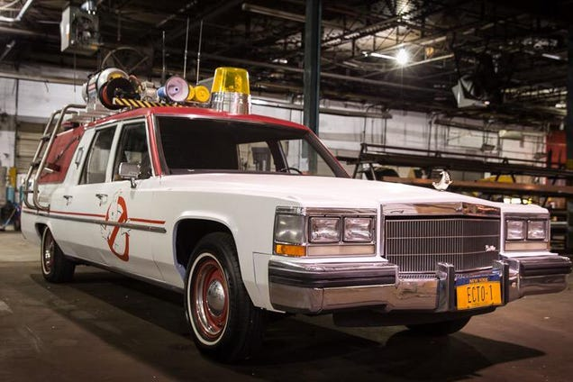 First picture of the new Ghostbusters in front of the ECTO-1 is badass