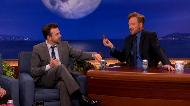 Jason Sudekis Brings Blazing Hot Chicken Wings and Natty Light to His Conan Interview