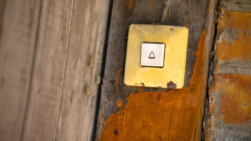 Scare Trick-or-Treaters Senseless With a Shrieking MP3 Doorbell
