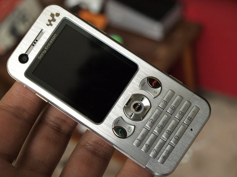Lightning Review: Sony Ericsson W890i Walkman Phone (Great, No Nonsense Candybar Phone)