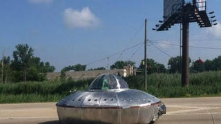 Amazing UFO spotted in Chicago!
