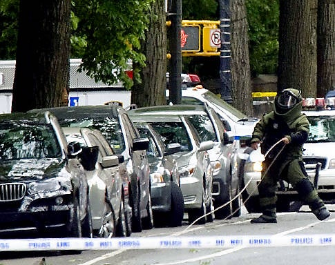 Clueless New Yorkers Mistake Prototype BMW For Car Bomb