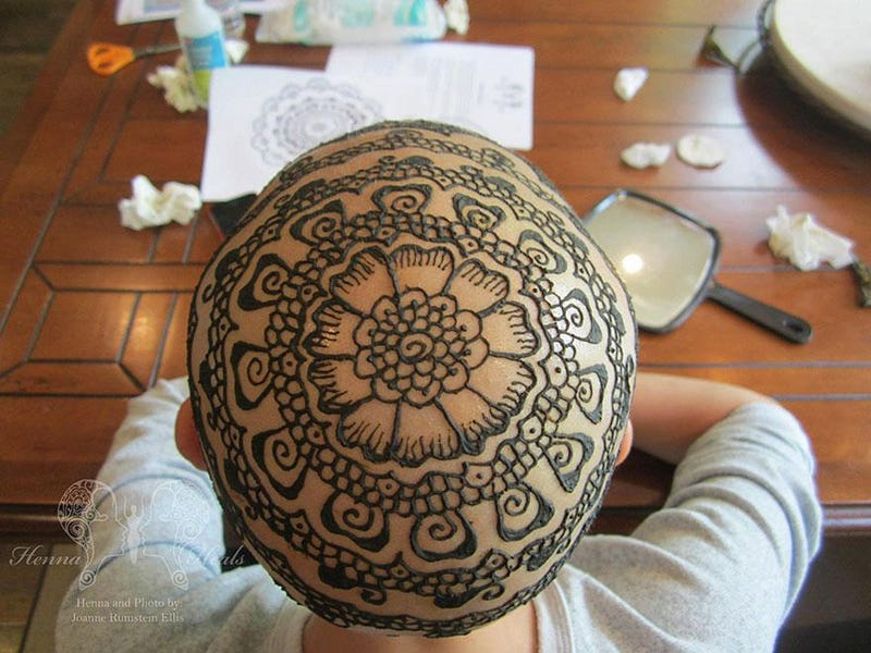 Henna Crowns Help Cancer Patients Bring Beauty to a Difficult Time