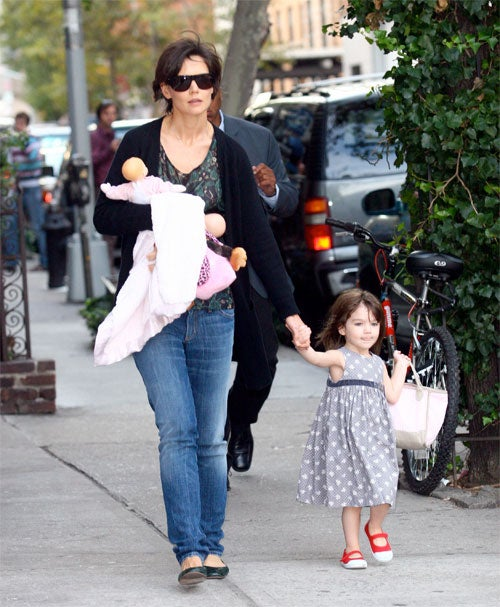 Katie Holmes Juggles A Bushel Of Babies Off Broadway