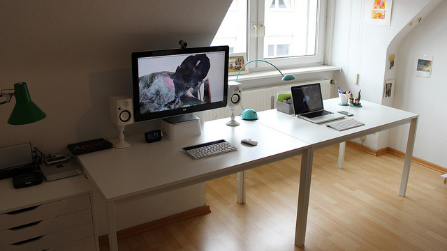 The Pure White Workspace