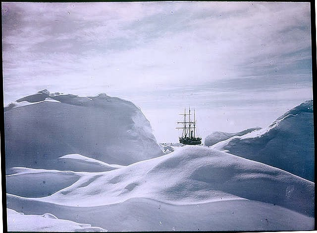 These incredibly vivid color photos of Antarctica were taken in 1915