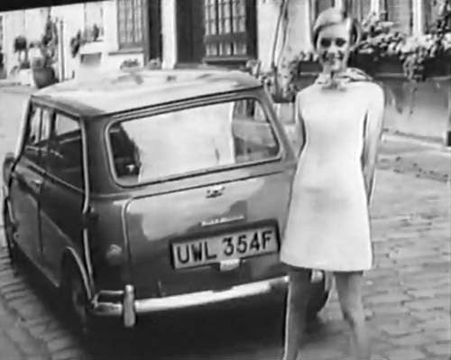1989: Twiggy Experiences Mini Flashback