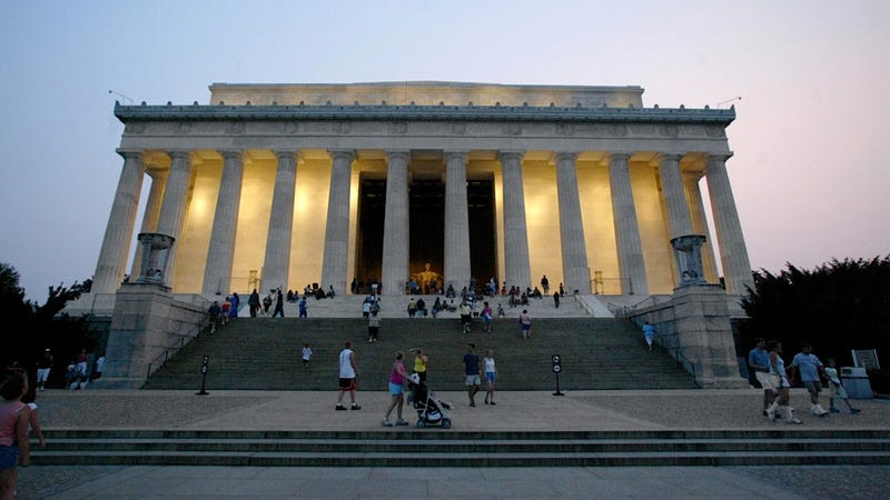 Lincoln Memorial Creepshow Charged with Taking Upskirt Photos of Women