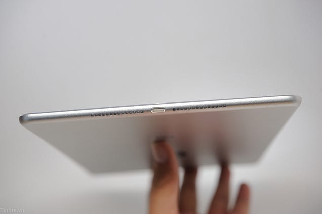 Alleged iPad Air 2 Leak Shows Off One Super-Skinny Tablet