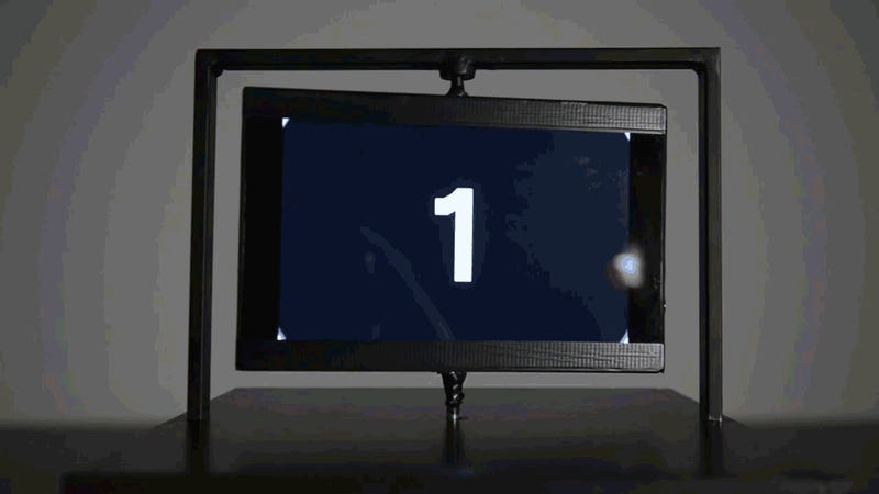 This Dizzying Zoetrope Turns a Spinning Flatscreen Into a 3D Light Show