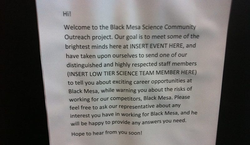 If You're Going To Dress Up Like A Black Mesa Employee, This Is How You Do It