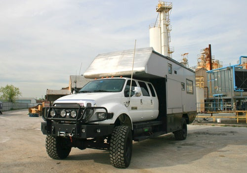EcoRoamer Expedition Vehicle: Post-Apocalyptic Shots