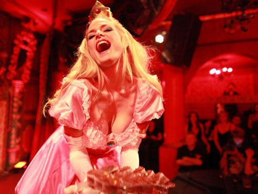 Video Game Girls Go Burlesque, Strip Off Their Varia Suits