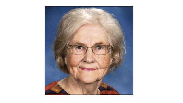Elderly Columnist Reviews Her Local Applebee's and It Is Poetry