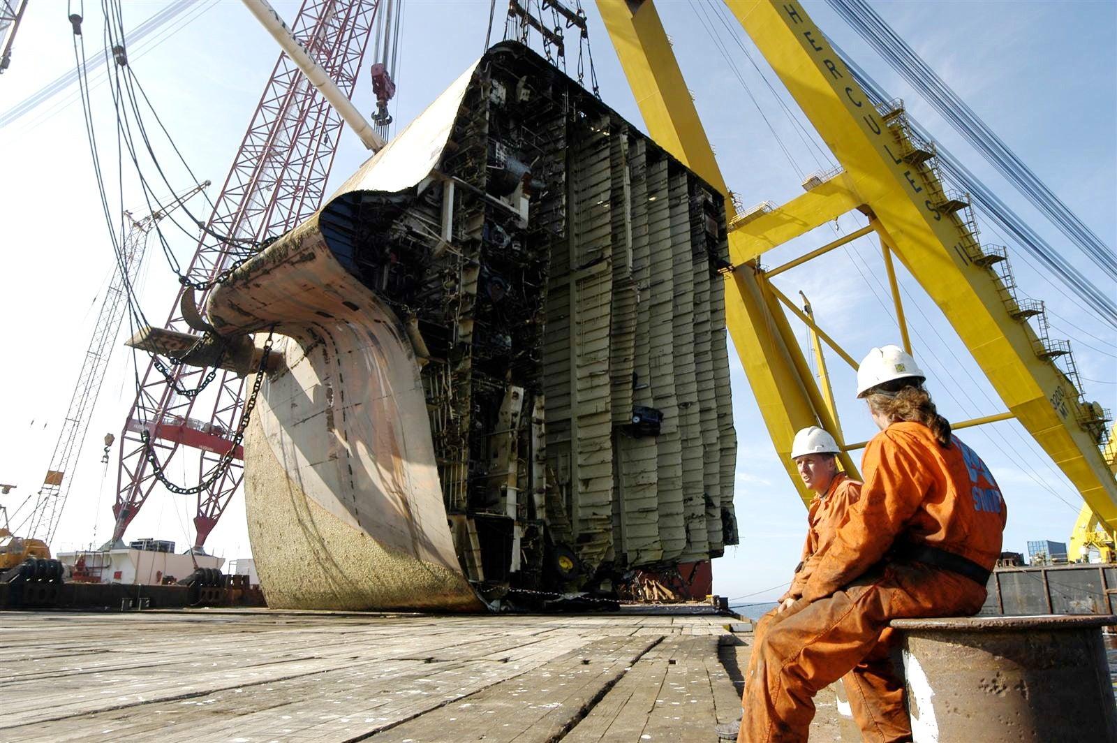 salvage  sunken car freighter