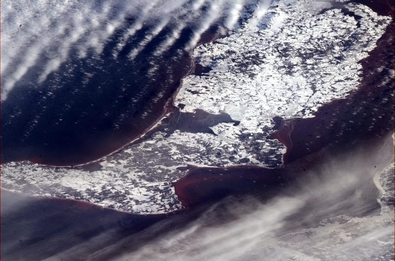 Awe-Inspiring Pictures Taken from the ISS as the New Year Begins