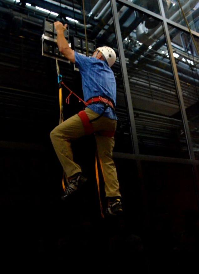 DARPA's Gecko-Inspired Gloves Let Anyone Climb Up Flat Walls