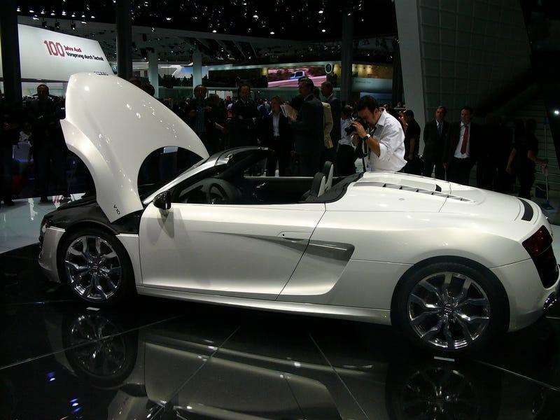 Audi R8 5.2 FSI Spyder: Live Photos
