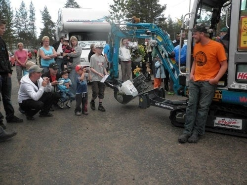 Excavator Man Gets 100,000 Facebook Friends, Drives Across Finland