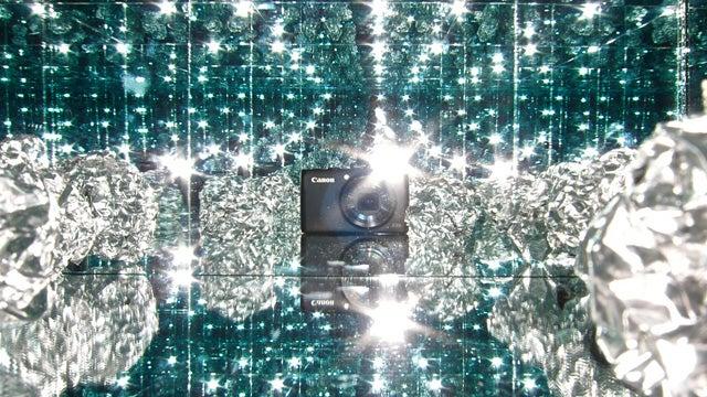 Mirror Box + Digital Camera = Instant Holiday Desktop Wallpaper