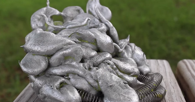 What happens when you pour molten aluminum into a lava lamp