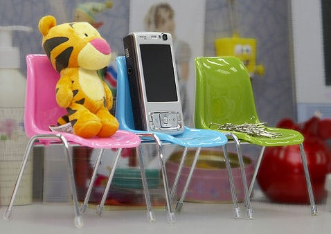 Tiny Chairs Let Your Gadgets Have a Meeting