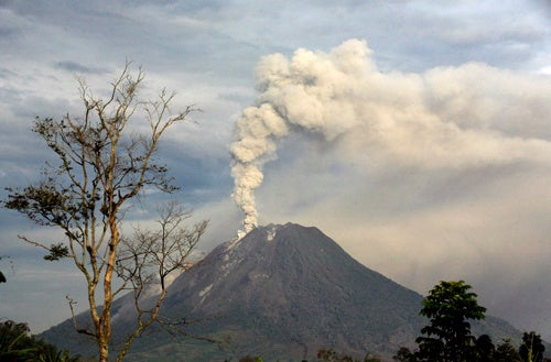 Indonesian Volcano Erupts Again, Bigger Than Before