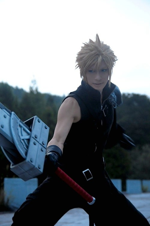 Holy Smoke, This Cosplayer Looks Like FFVII's Cloud Strife