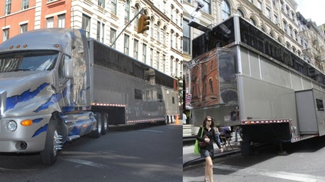 The Men in Black Tell Will Smith His Larger-Than-Your-Apartment Trailer Must Go