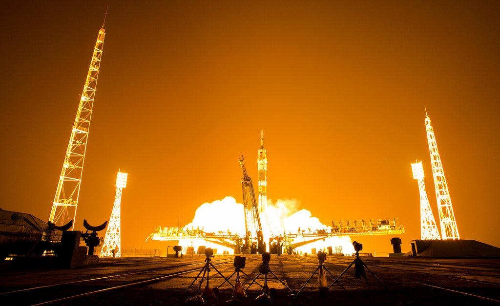 These Night Launch Photos of the Soyuz Are Straight Out of a Movie