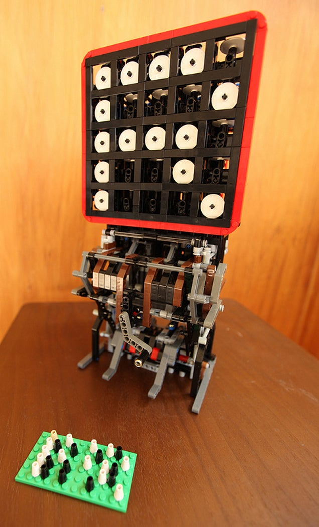 Mechanical LEGO Display Is Another Level Of Awesomeness